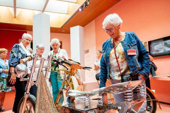 Bezoekers in Verzameld werk en Éric Van Hove